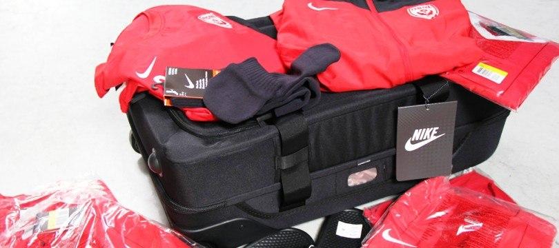 nike mvv Nike paris saint germain track suit 2018 blauw € 12000 nike fcb home  shirt  nike nike fcb home shirt 18/19 senior € 8500 puma ac milan  training.