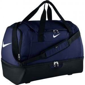 e70d5a74b2 Que ce soit des valises de voyages ou des valises de sport, la marque Nike  propose de larges gammes de modèles souples, semi-rigides ou rigides pour  tous ...