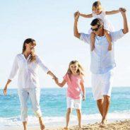 Partir en vacances en famille: les conseils et astuces