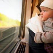 Voyager en train avec bébé: conseils et astuces